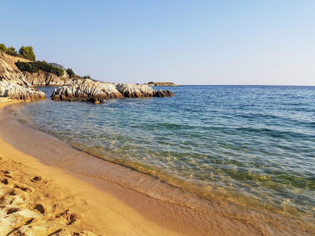 La spiaggia di Destenika in Penisola Calcidica