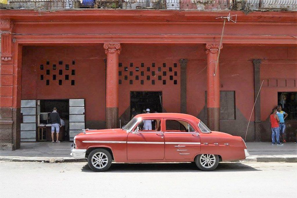 Cuba - Automobile anni '50 rossa