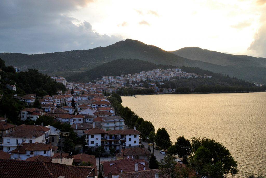 Veduta di Kastoria al tramonto
