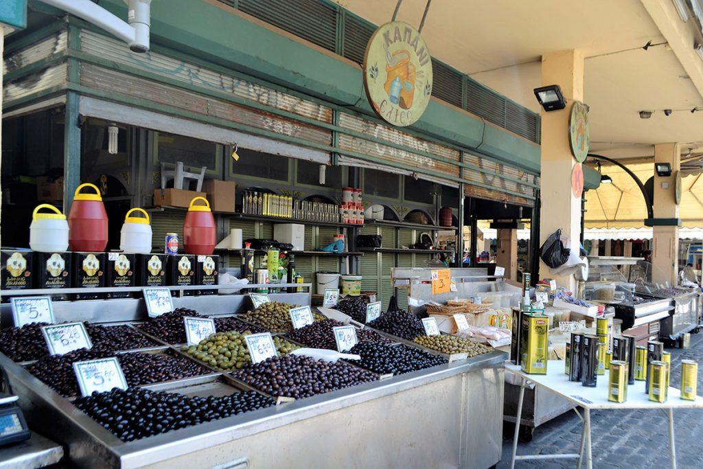 Bancarella di olive al mercato di Salonicco