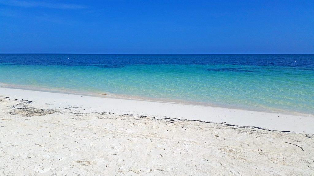 Cuba, Cayo Levisa. Spiaggia bianca e mare azzurro