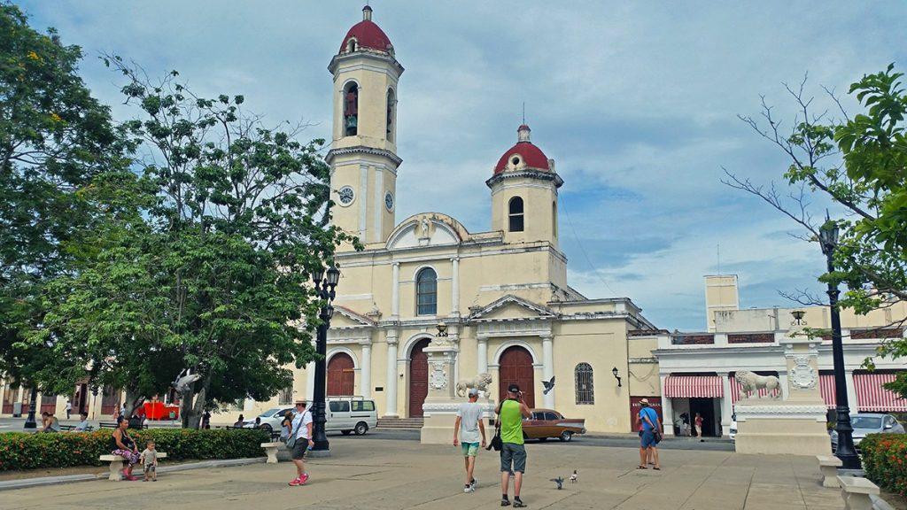 Cuba. Cattedrale coloniale a Cienfuegos