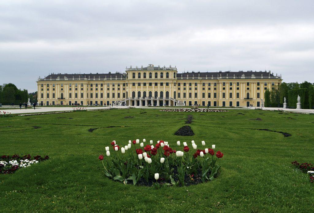 Vista del palazzo di Schonbrunn dal giardino