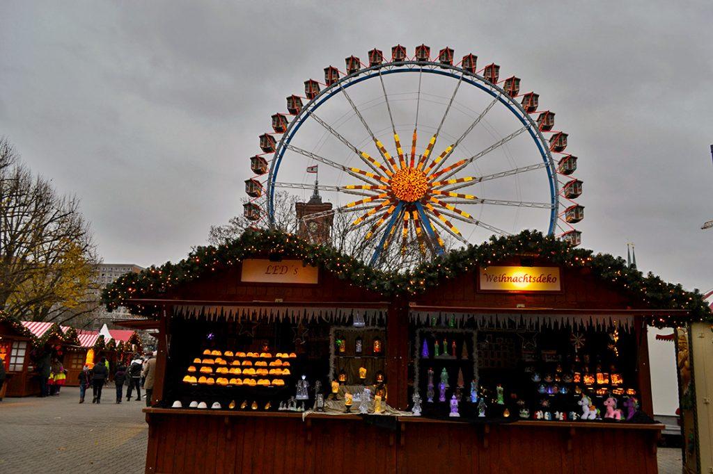 Itinerari Berlino: mercatini di natale. Casette con ruota panoramica