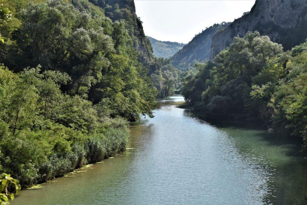 Gole del Furlo: fiume tra le montagne