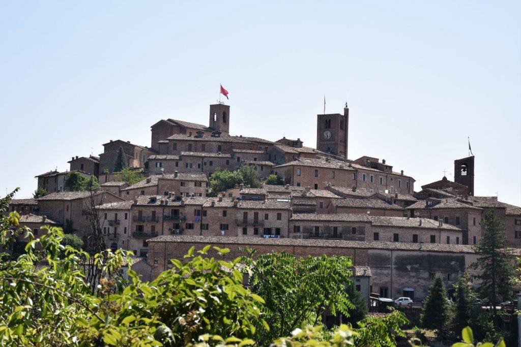 Marche on the road: borgo medievale di Sarnano