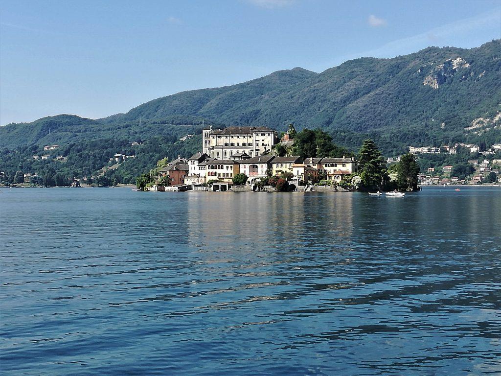 Gita al Lago d'Orta, veduta dell'isola di San Giulio