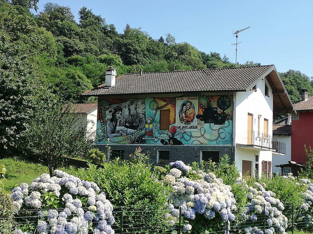 Gita al Lago d'Orta. Legro, casa con murales